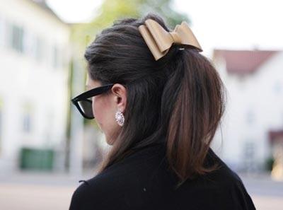 бант на волосах