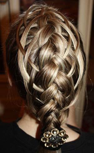 коса с выпущенными прядями