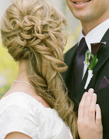 низкая свадебная прическа
