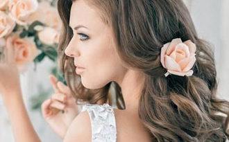 свадебная прическа с цветком